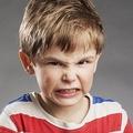 親のスマホ依存で子供がキレやすく? とくに3歳までが危険