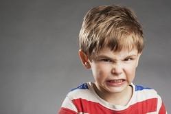 """ママの「スマホ」がプチ虐待に!? 3歳までの""""悪影響""""を与えない方法"""