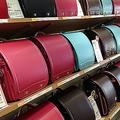 昔は赤か黒しかなかったランドセルが、今や色もデザインも豊富に  写真提供:ふくふくらんど
