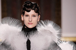 Iris Van Herpen、2013春夏オートクチュールの最新コレクション