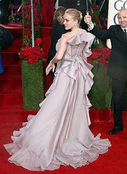 『第67回ゴールデン・グローブ授賞式』で、ひと際美しかった女優クロエ・セヴィニーのドレス姿であったが、ビリリッ!とハプニング発生。