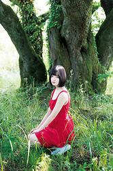 週刊プレイボーイ28号で初単独表紙&巻頭グラビアに登場した欅坂46のセンター・平手友梨奈