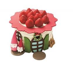 アニバーサリー「House at Little Christmas」(7560円)は赤い屋根の家と妖精がポイントのケーキ。やさしい甘さの生クリームに、サクサクのアーモンドクッキーがアクセント