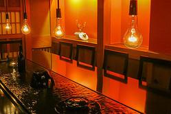居酒屋「東京十月」ビル地下の空きテナントをアート空間に