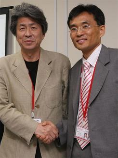 28日に開設されたオーマイニュース日本版の記者会見に応じる呉代表(右)と鳥越編集長(撮影:吉川忠行)