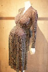 Issa初のマタニティドレス発売 ロイヤルベビー誕生記念