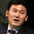 26日、都内のホテルで開かれた記者会見で、TBS株取得について説明する楽天の三木谷浩史社長。(撮影:吉川忠行)