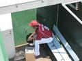 試合中に自軍ベンチ裏で一服中の中島選手
