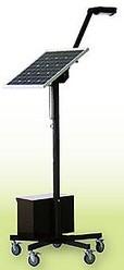 太陽光発電パネルと鉛蓄電池を組み合わせた、可動式のLEDスタンド照明
