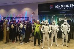 TOHOシネマズ日劇前に集合したファンたち