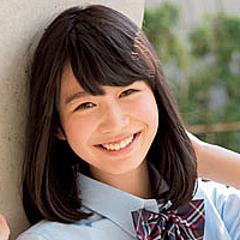 女子高生スタイルの岡本夏美さん