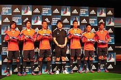 サッカー代表選手ら11人集結 アディダスが最軽量スパイク発表