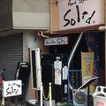 事件現場となったライブハウス前(東京・小金井市)。被害者の冨田真由さんは容疑者からのプレゼントを送り返すなどして、恨みを買ったともいわれている