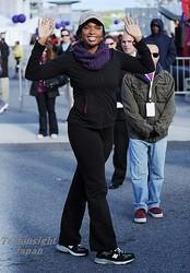 女優で歌手のジェニファー・ハドソン、産後の体型を戻すつもりが11kgもの減量に成功してご機嫌。写真は、ニューヨークでこの度開かれたチャリティ・イベント、『prah's Walk For A Better Life』にて。