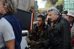 狂気の撮影に挑んだトム・ハーディとジョージ・ミラー監督  - (C)2015 VILLAGE ROADSHOW FILMS (BVI) LIMITED