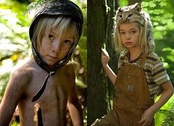 子役たちが愛らしい! - ナイ役のチャーリー・ショットウェルとサージ役のシュリー・クルックス  - (c) 2016 CAPTAIN FANTASTIC PRODUCTIONS, LLC ALL RIGHTS RESERVED.
