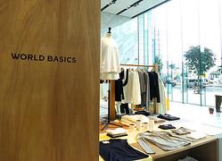 ワールドがベーシックウェア刷新 パリ「merci」で初披露