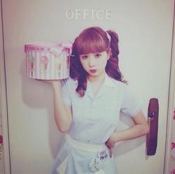 AMOのアイスクリーム屋さん姿に海外からも反響 (画像はinstagram.com/angel_amoより)