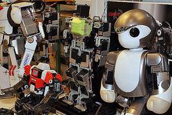 「Robot Shop テクノロジア」のロボットたち