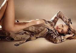 最も官能的な香り「バーバリー ボディ」に英女優ロージー起用