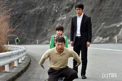 「流星ワゴン」(TBS)第5話では、健太(高木星来)の母親への想いに 心を動かされた忠さん(香川照之)が母親探しをかってでる。 戸惑いながら手伝う一雄(西島秀俊)と、置き去りにされるワゴン運転手・橋本(吉岡秀隆)。