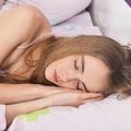 不眠症も改善 睡眠姿勢を良くする適切な枕の見分け方