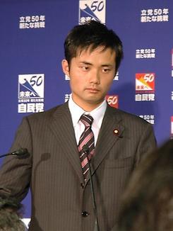 終始、神妙な面持ちで会見する杉村太蔵衆院議員(撮影:宗宮隆浩)