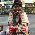 韓国の日本総領事館前にある慰安婦像
