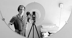 謎の天才女性カメラマンの素顔とは? - 映画『ヴィヴィアン・マイヤーを探して』より