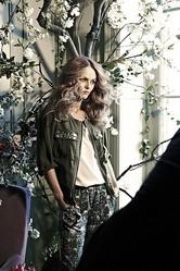 H&M 新広告にヴァネッサ・パラディ起用