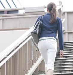 どんなパンティーをはいているのか……。パンティーラインがわかるパンツスタイルは好き?