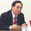 記者会見するシャープの戴正呉社長(3月13日、大阪府堺市、筆者撮影)。