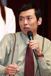 いやらしい眼で園田先生を追いかける教師。大杉忠太(おおすぎ ちゅうた)役に、お笑い芸人「アンガールズ」の田中卓志