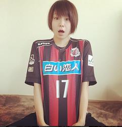 モデル・田中美保の可愛すぎるサッカーユニフォーム姿がネット上で話題 ...