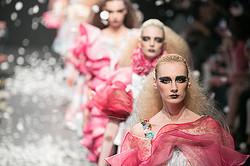 【ファッションウィーク4日目】DRESSCAMPのロマンティックなジャングル