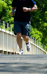 1キログラムの体脂肪を燃やすには、フルマラソンを3回半走らなければならない