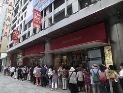 銀座最古の百貨店「松坂屋」行列とともに最終営業日オープン