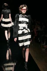 【ファッションウィーク6日目】G.V.G.V.フェティッシュな女、ヨシオクボ艶のある男