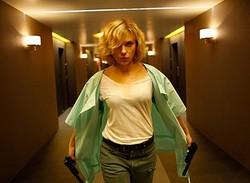 スカーレット・ヨハンソンが『るろうに剣心』の勢いを止めた!  - (C) 2014 Universal Pictures