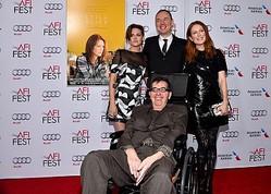 左から時計回りに、『アリスのままで』助演のクリステン・スチュワート、共同監督のワッシュ・ウェストモアランド、主演のジュリアン・ムーア、共同監督のリチャード・グラツァー  - Alberto E. Rodriguez / Getty Images for AFI / Getty Images