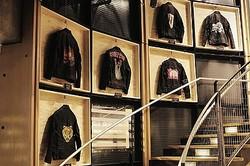 Levi′s®の″ハンドペイント″レザージャケット展上陸 世界で唯一販売も