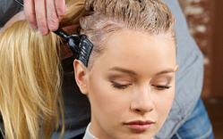 髪を染めると将来薄毛になりやすくなる?