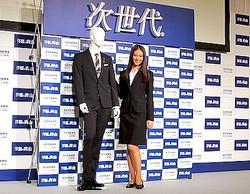 「洋服の青山」新イメージキャラクターに武井咲、次世代スーツ発表