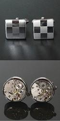 上:シルバーツートンカフス(1700円)。通常のシーンで使えるお手ごろ価格/下:ラウンドムーブメント ガンメタカフス(1万2000円)。時計のムーブメントを使った豪華かつ遊び心のある一品