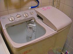 日立製作所の二槽式洗濯機