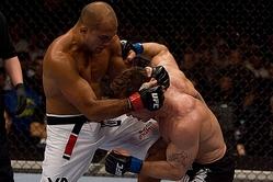 UFC世界ライト級王座戦、BJ・ペン×ショーン・シャークの一戦は、BJ・ペンがその強さを見せつけた