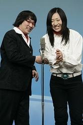 ネタを披露する南海キャンディーズの山里亮太(左)としずちゃん=東京・新宿のルミネtheよしもとで