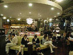 最初に「ブック&カフェ」形式にしたTSUTAYA六本木店