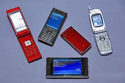 各社から発売されている「携帯電話」と「PHS」