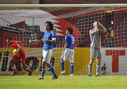 終了間際、一人少ないバーレーンに立て続けにゴールを許した日本<br>【photo by Kiminori SAWADA】